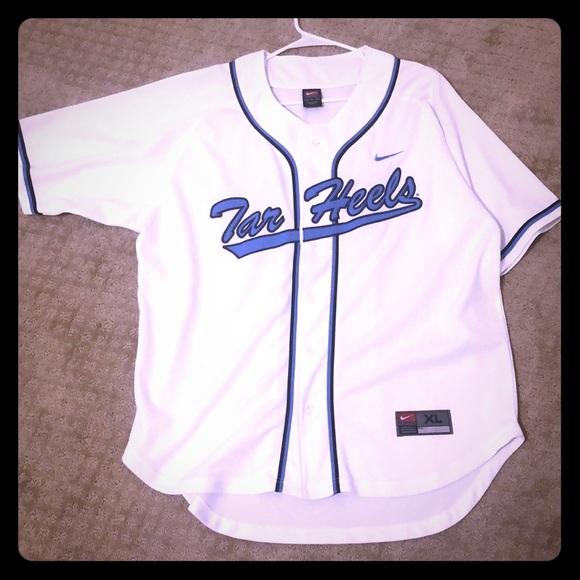 e33aa2ed4 Nike UNC Baseball Jersey. M 5c5f097e45c8b39bd5137fdf